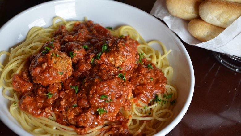 Olive garden dishes that are totally not italian - Olive garden spaghetti and meatballs ...
