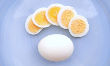 mistakes-everyone-makes-cooking-eggs