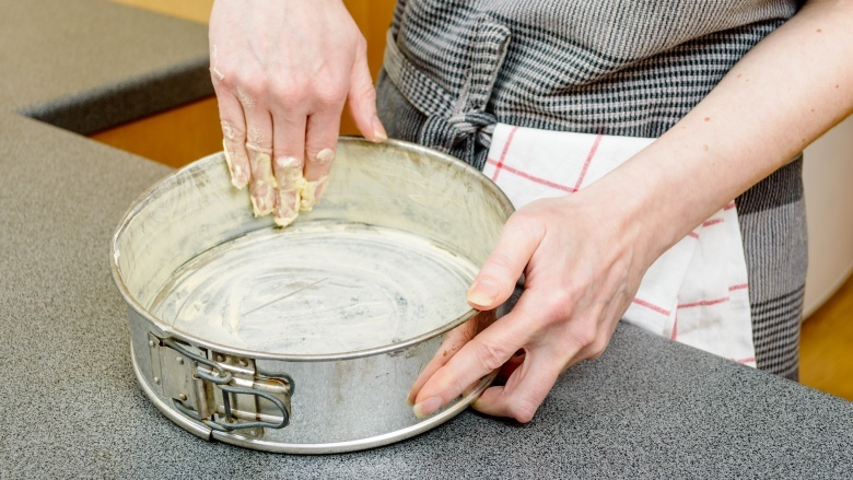 15 Mistakes Everyone Makes When Baking A Cake