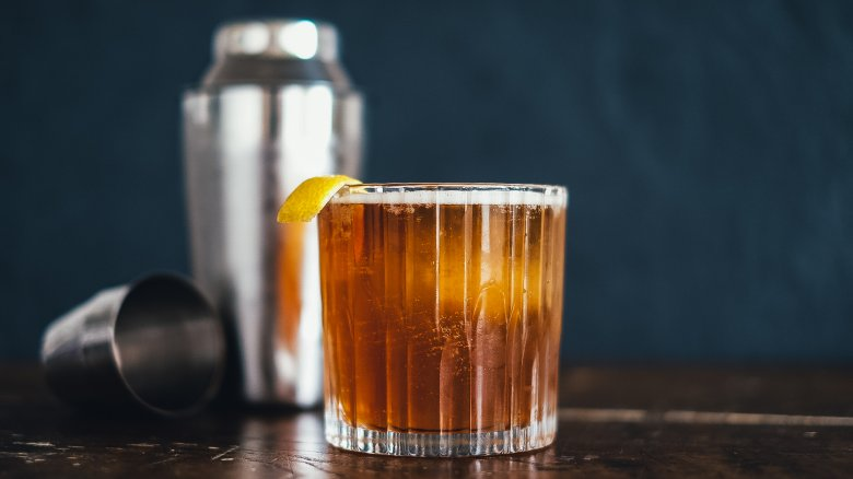 Classic Cocktails You Should Know How To Make - Mashed