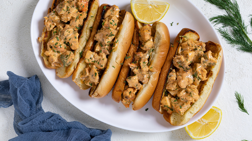 This Lobster Roll Recipe Is Amazingly Easy