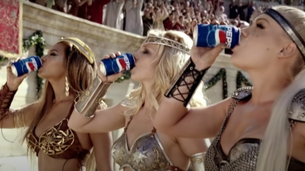 pepsi commercial super bowl Britney Spears, Beyonce, Pink, Enrique Iglesias, We Will Rock You, 2004